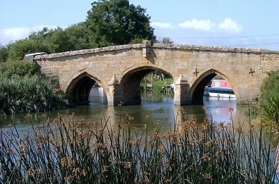 http://www.thamespathway.com/images/chapter3/radcot-bridge.JPG